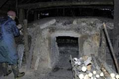 ナラの茶の湯炭をやく炭窯(岩手県)